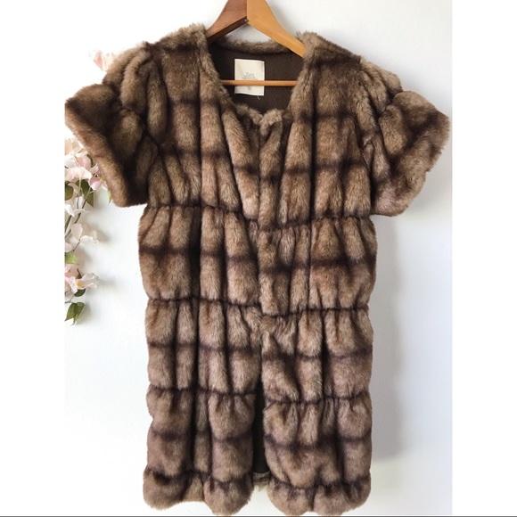 Zara Jackets & Blazers - Zara Faux Fur Short Sleeved Jacket